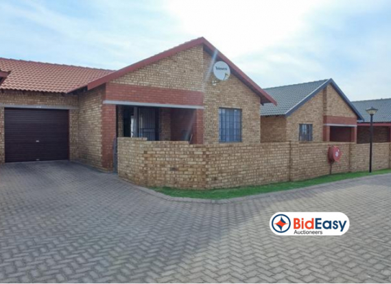 MODERN TOWNHOUSE IN SECURE COMPLEX - MEYERTON