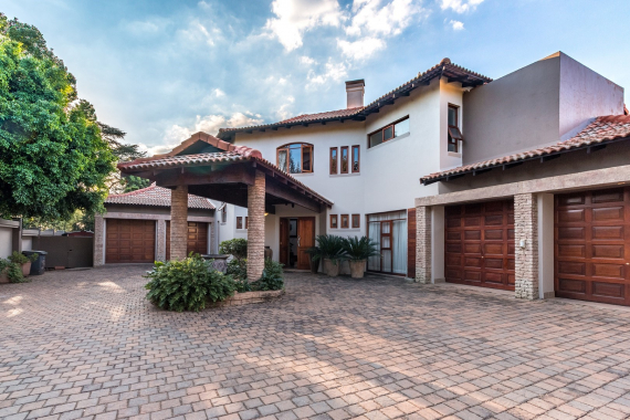MULTI AUCTION: Magnificent 5 Bedroom Residence + Adjacent Home Office - LYNNWOOD, PTA